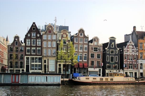Amsterdam vom Kanal aus